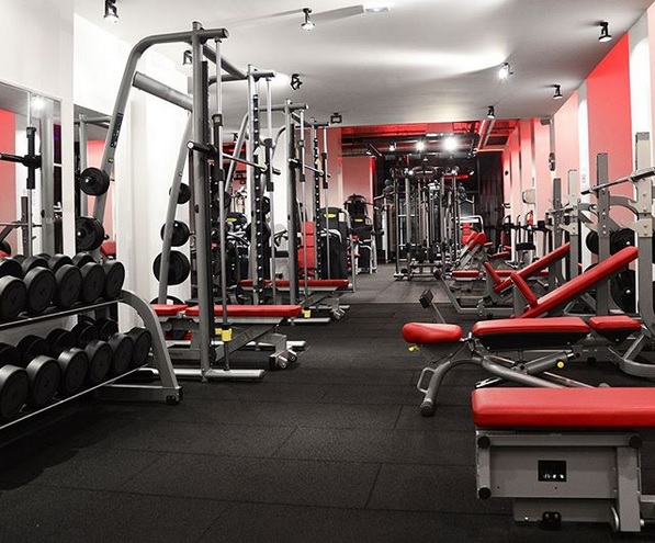Working out Lyon gyms near you boxing mma